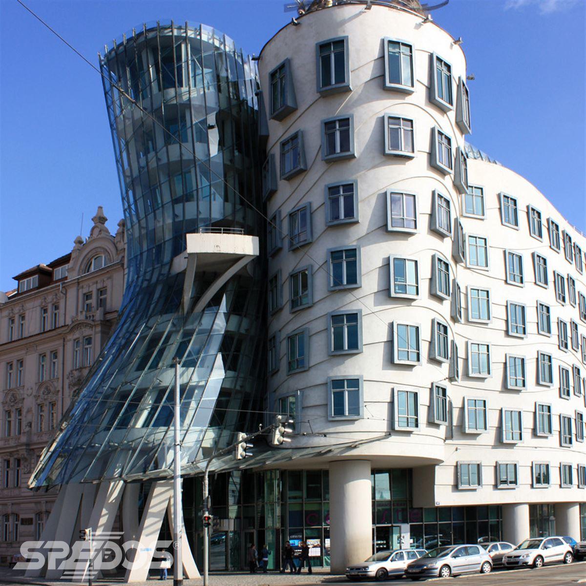 Tančící dům v Praze má dveře od Spedos