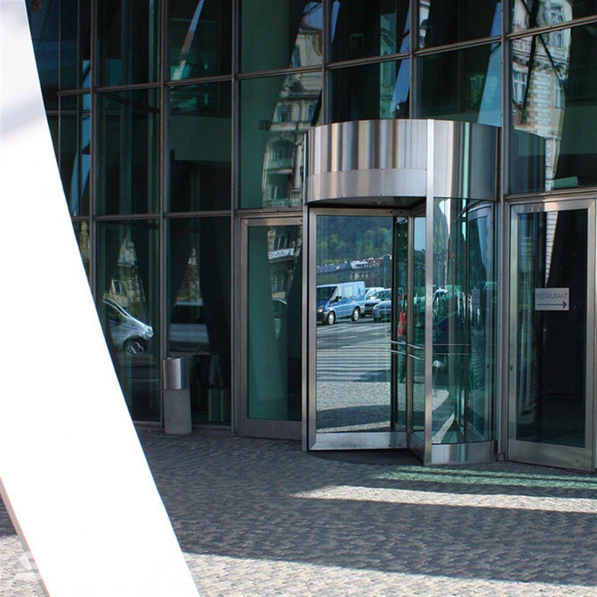 Otočné karuselové dveře Tourniket