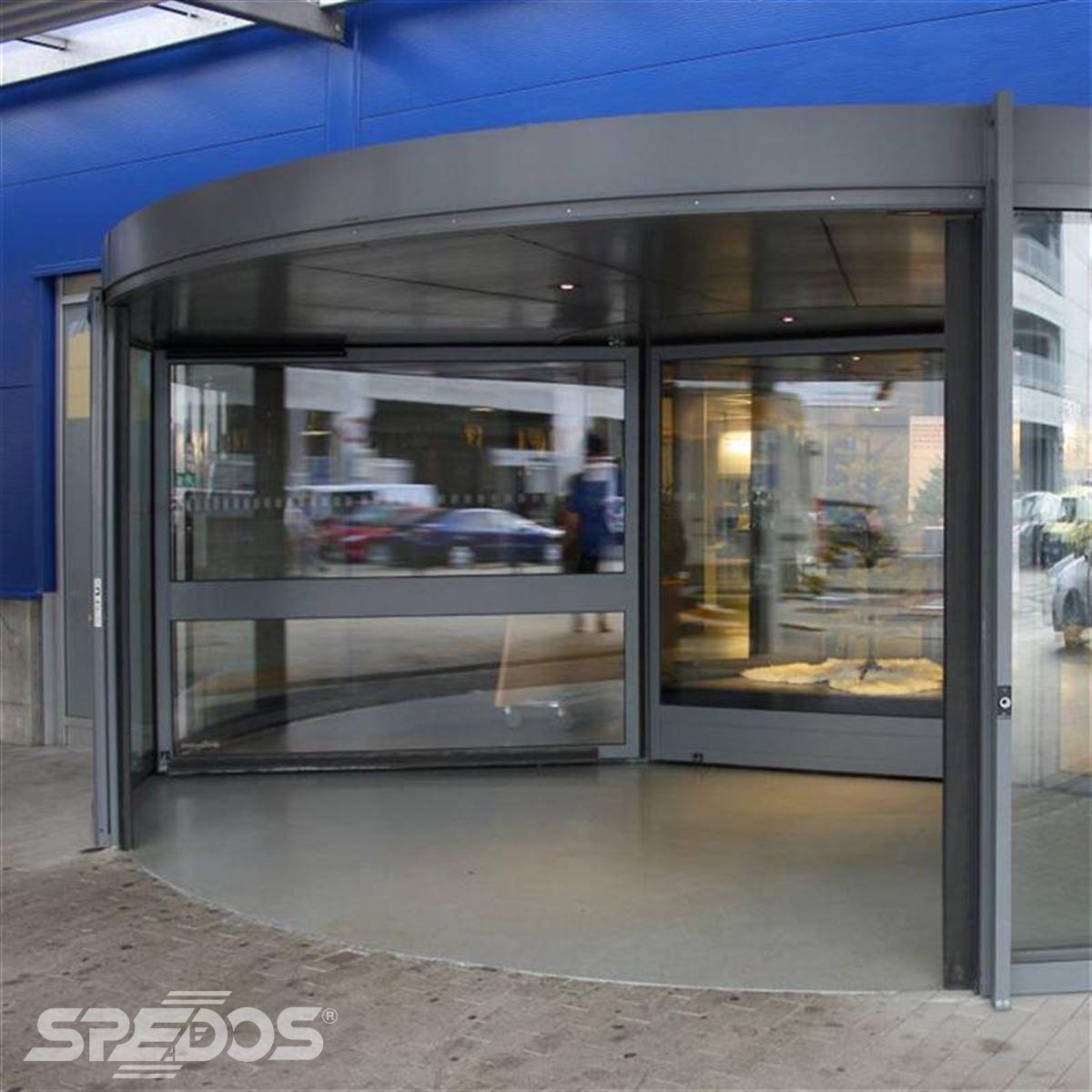 Vstup do budovy IKEA od Spedosu