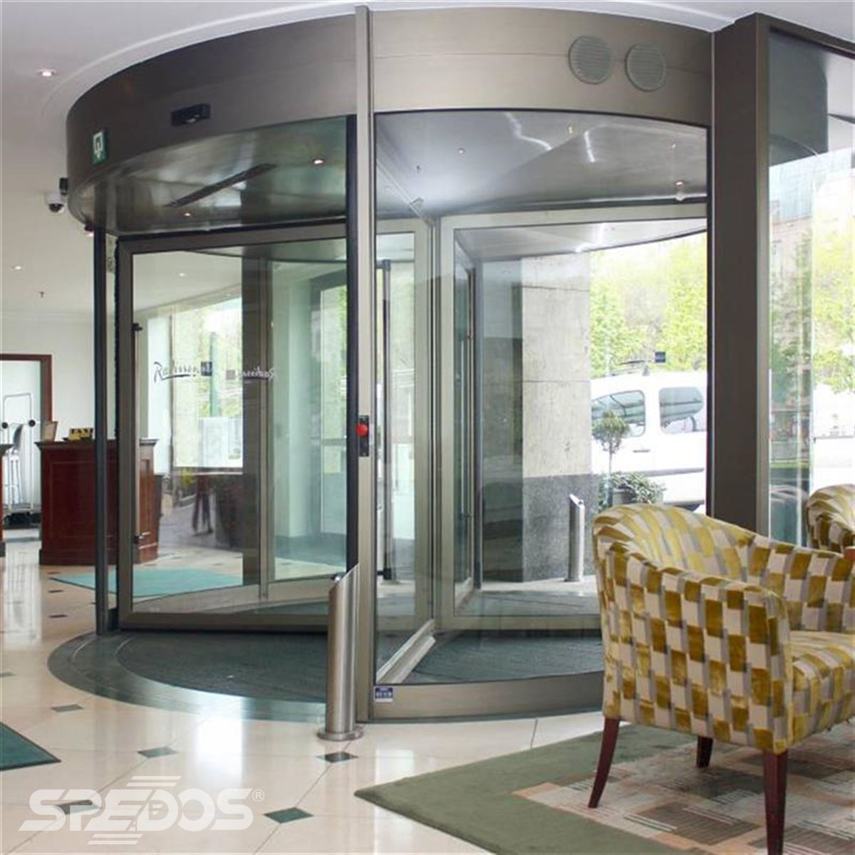 karuselové dveře Tourniket pro hotel Carlton Bratislava 2