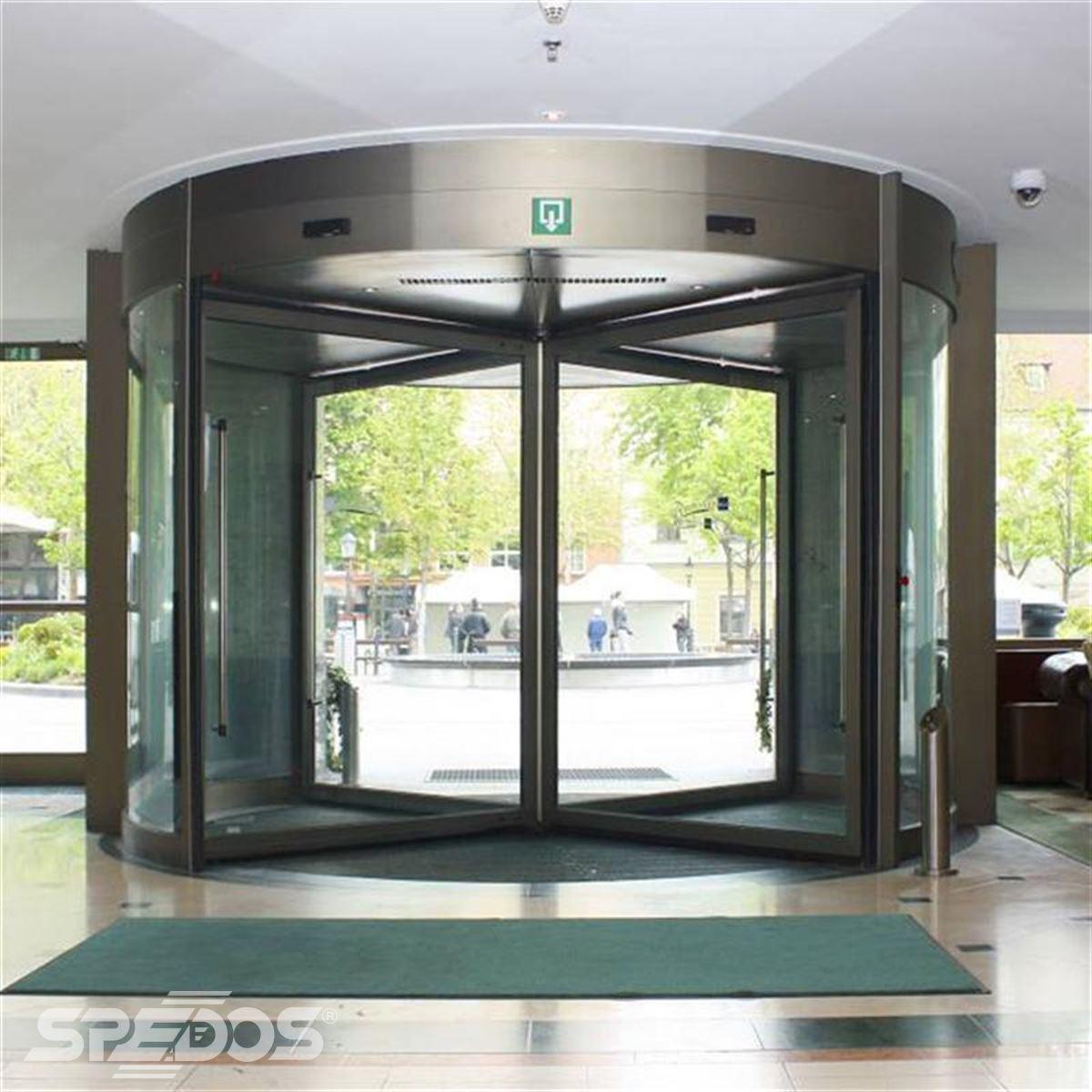 karuselové dveře Tourniket pro hotel Carlton Bratislava 3