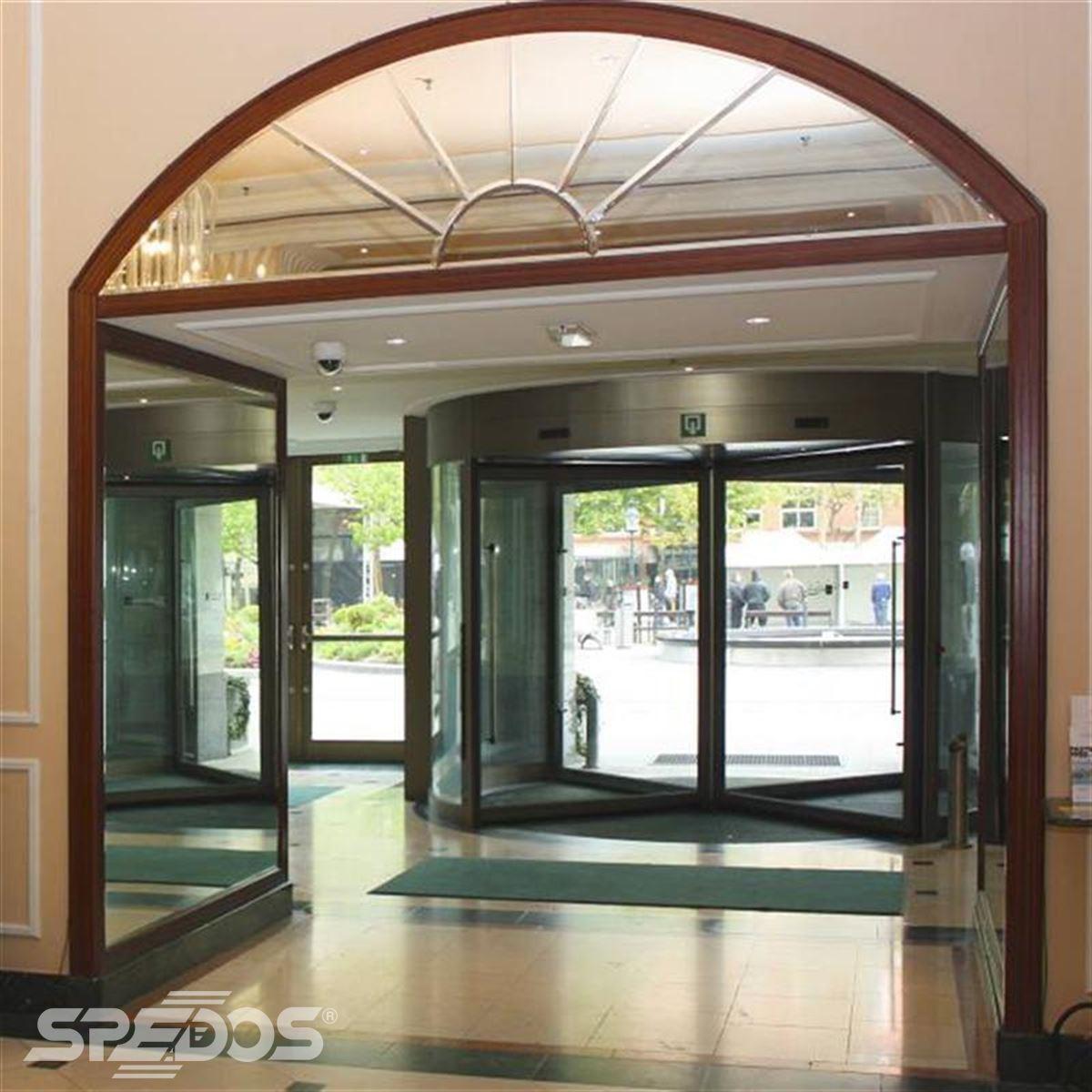 karuselové dveře Tourniket pro hotel Carlton Bratislava 4
