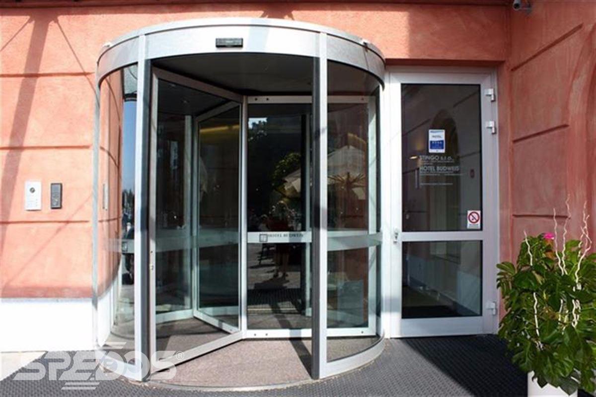 karuselové dveře tourniket menší