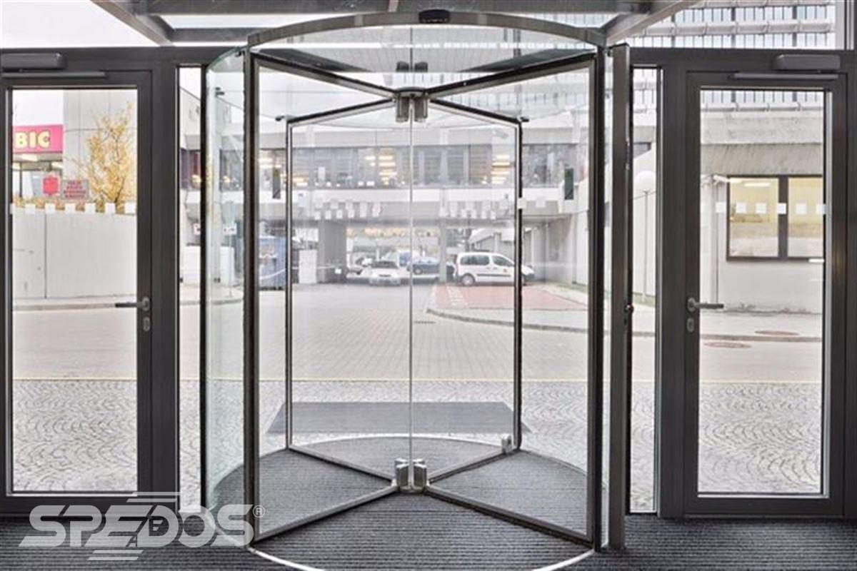 karuselové dveře tourniket prosklenné