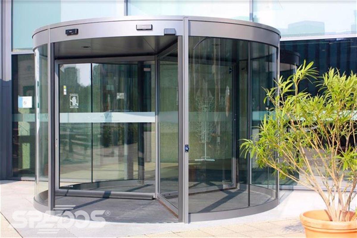 Karuselové dveře od Spedos