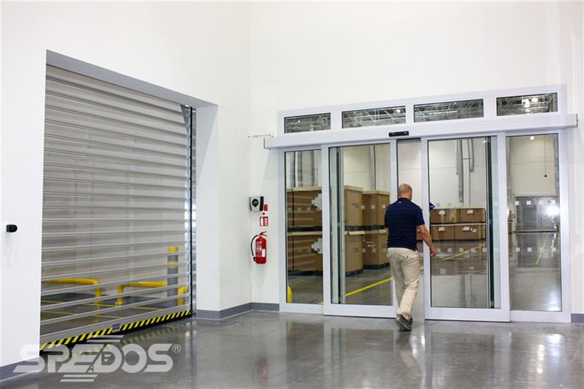Protipožární roletový uzávěr a automatické dveře posuvné