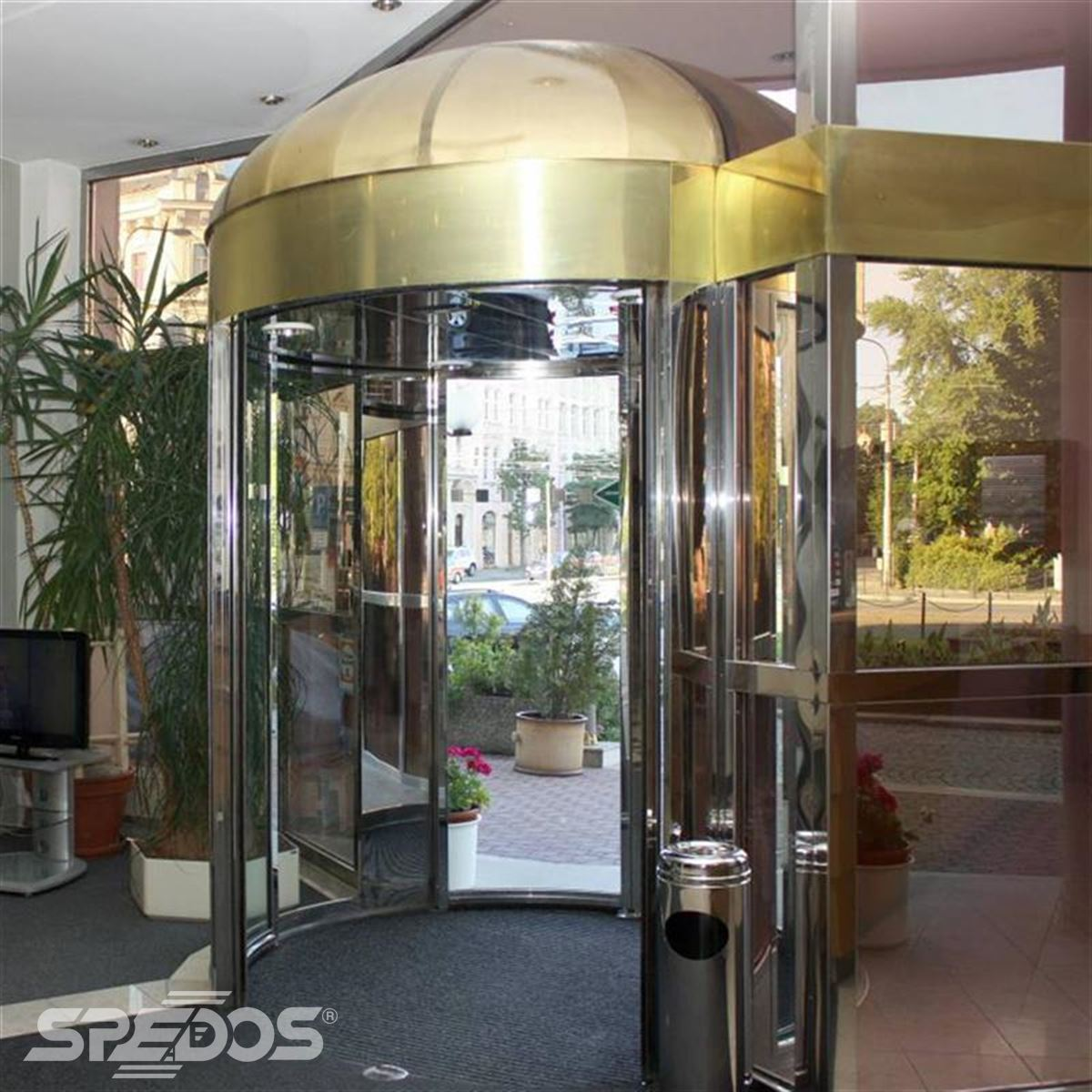 kruhové automatické dveře z nerezu 2