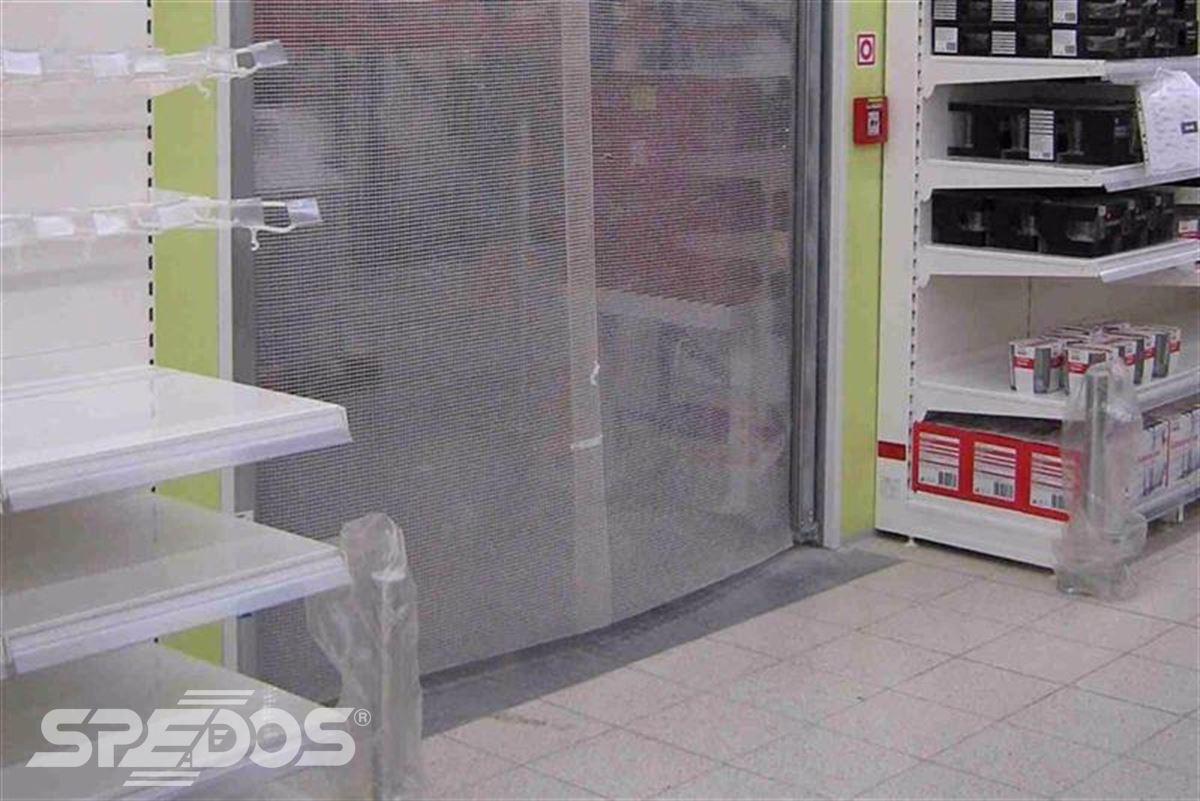 kyvná vrata v obchodě 2