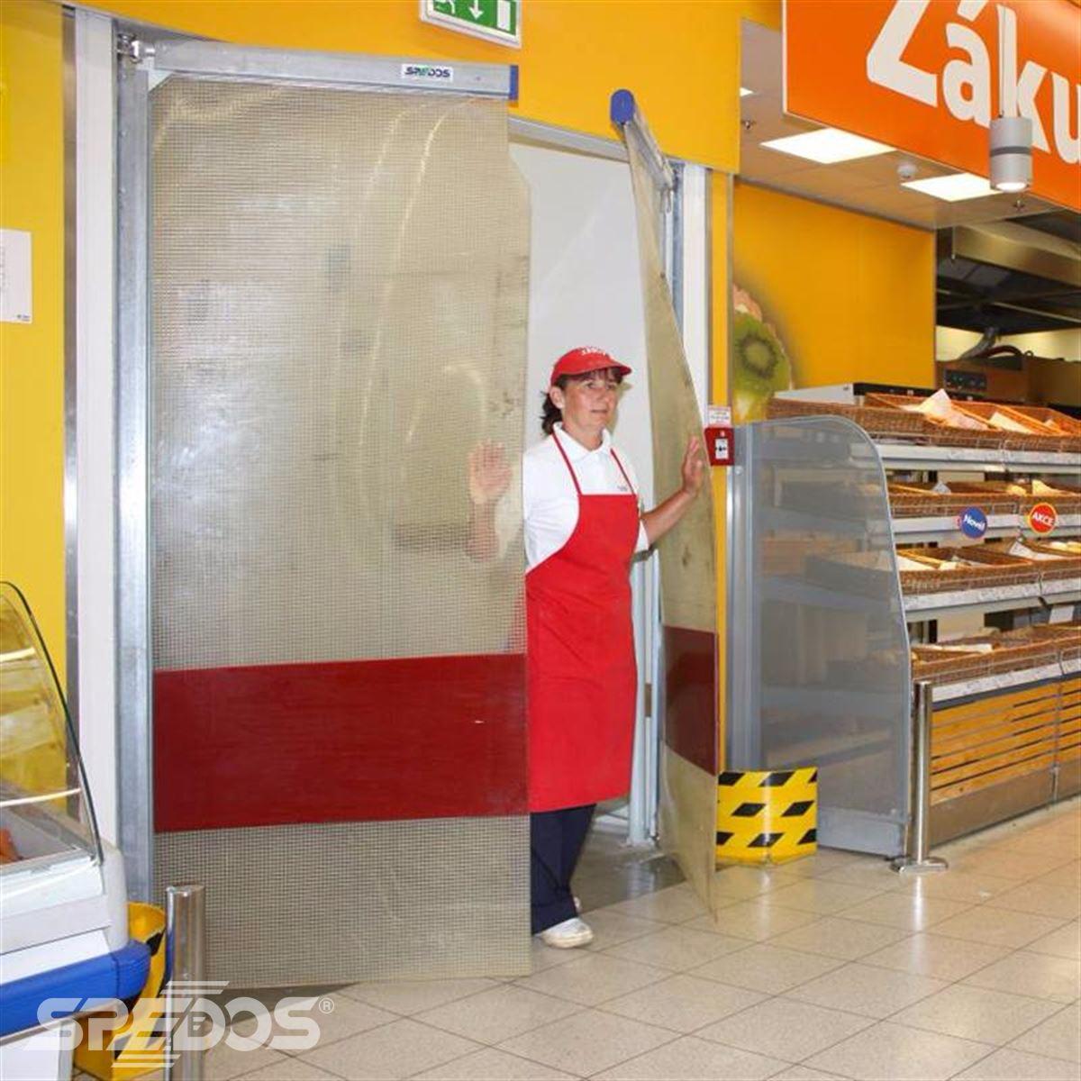 kyvná vrata v supermarketu 2