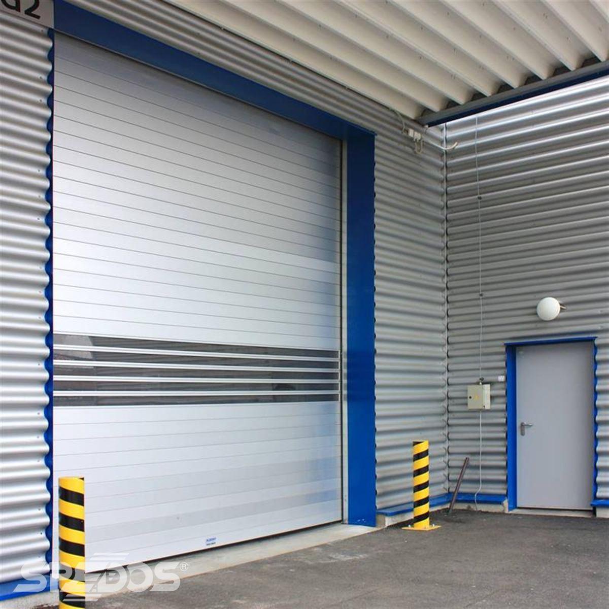 Sekční garážové dveře s pvc prvky