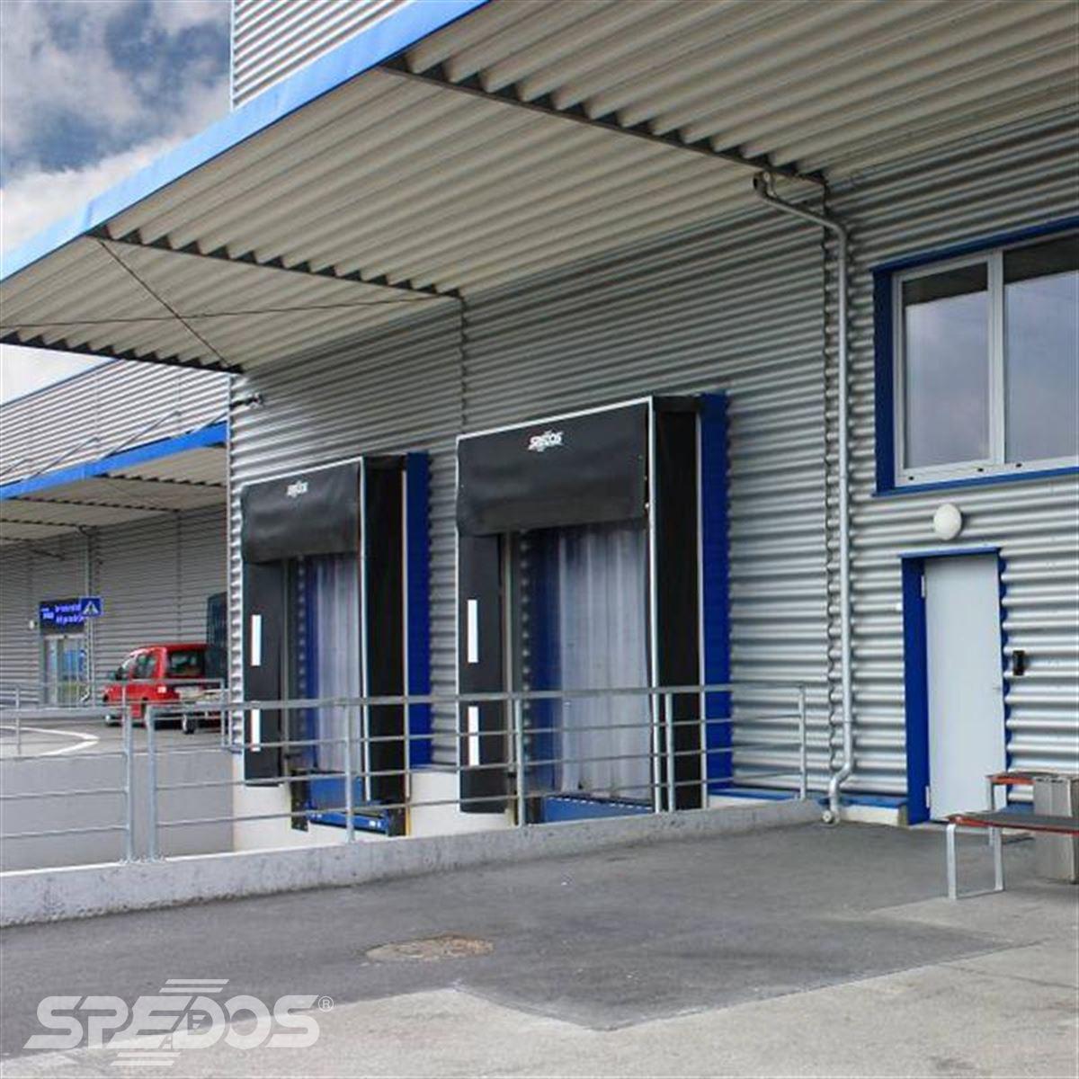 Montáž garážových vrat a PVC závěsů
