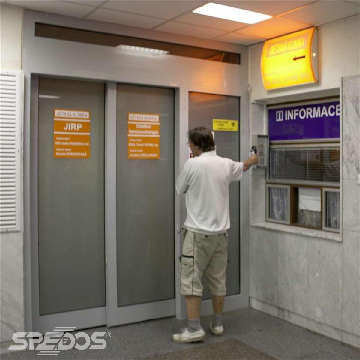Neprůhledné automatické dveře 2