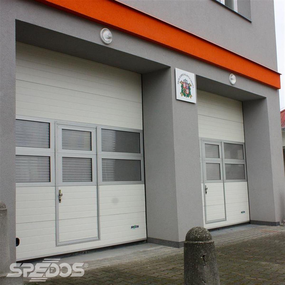 Průmyslová sekční vrata pro obecní úřad Dolní Bečva