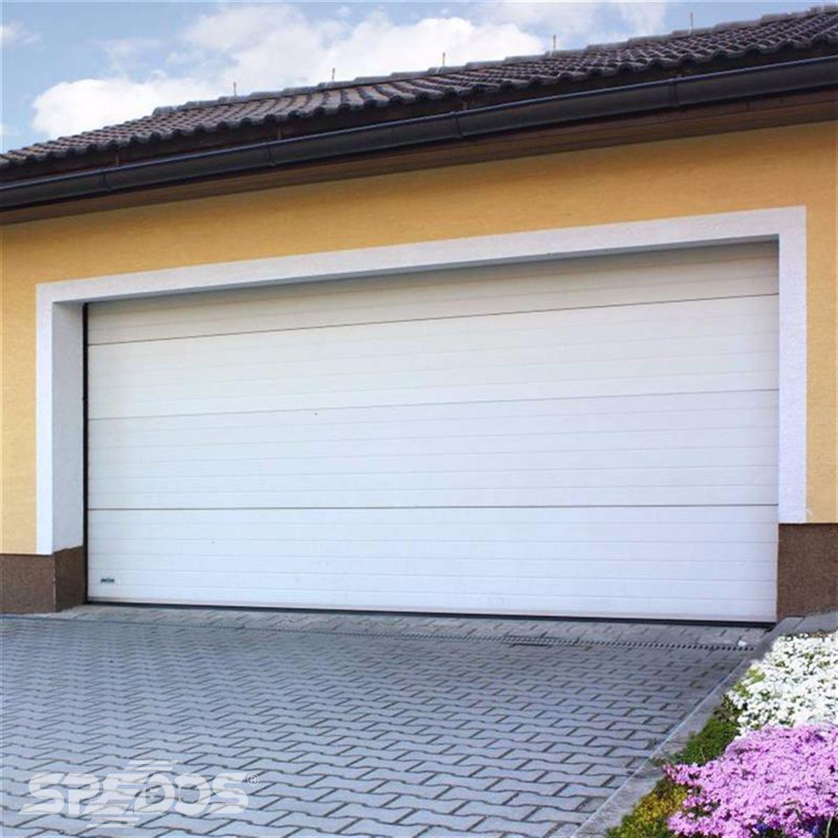 Dlouhá garážová sekční vrata bílá