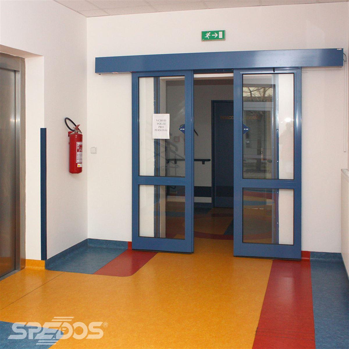Automatické dveře modré