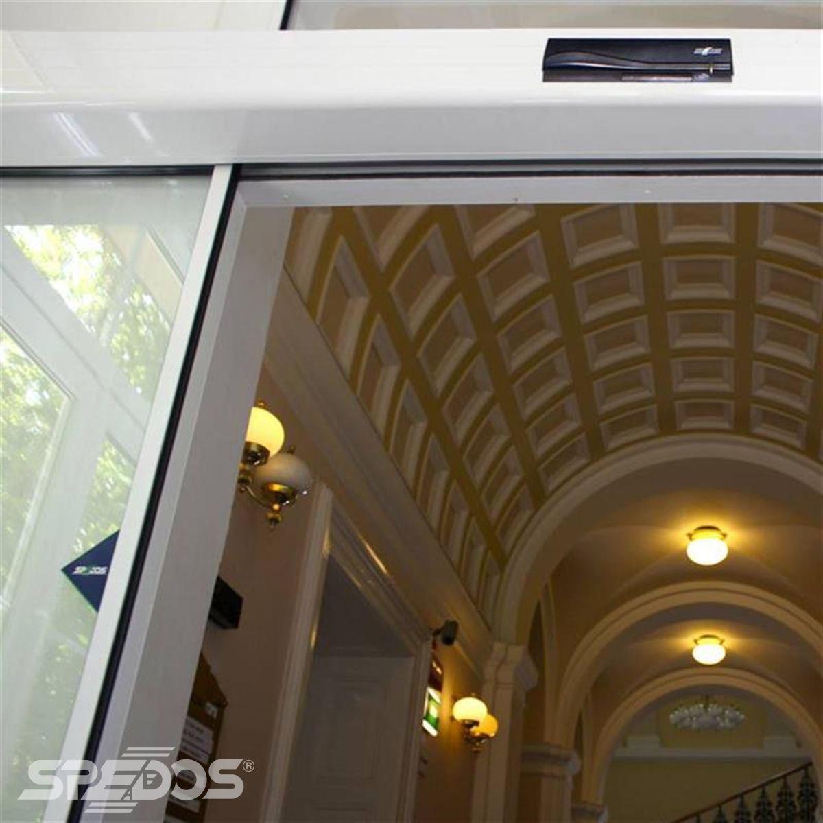 Posuvné dveře s dvěma křídly a plnou automizací