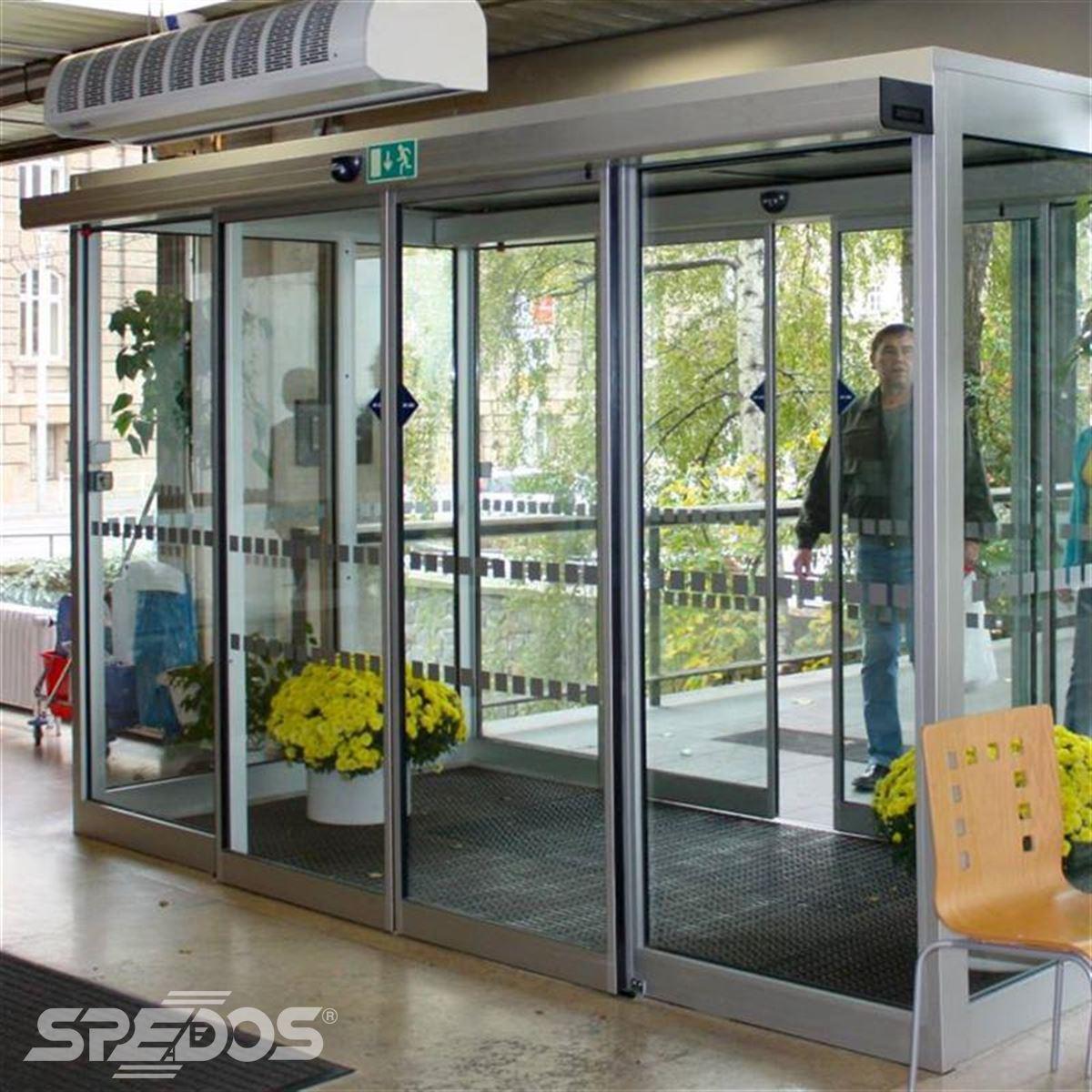 Automatické dveře s hliníkovou prosklenou konstrukcí
