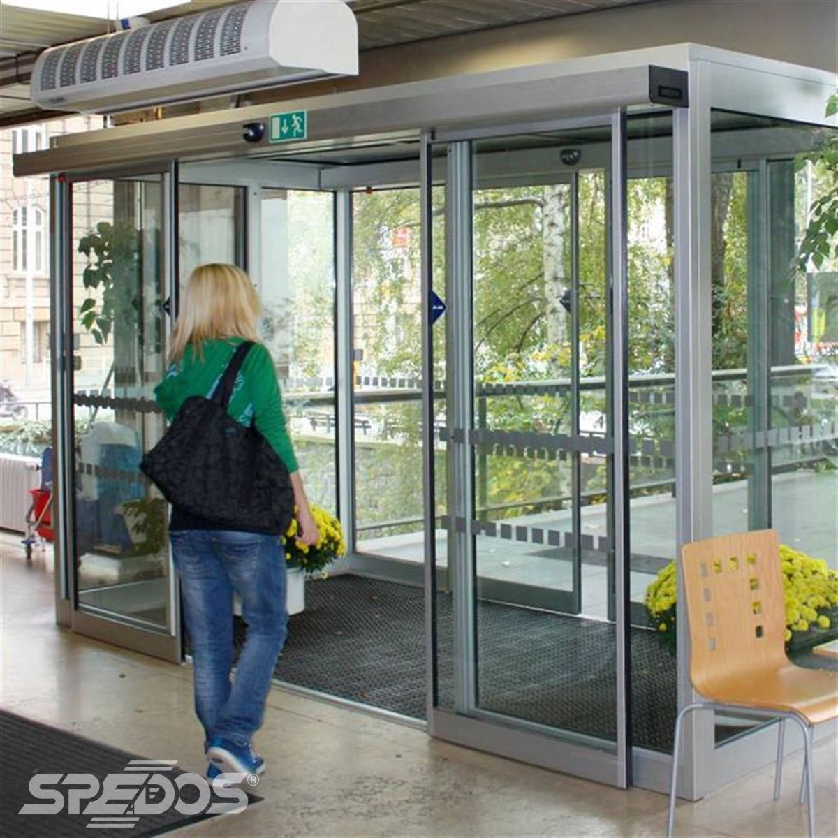 Dvoukřídlé automatické dveře