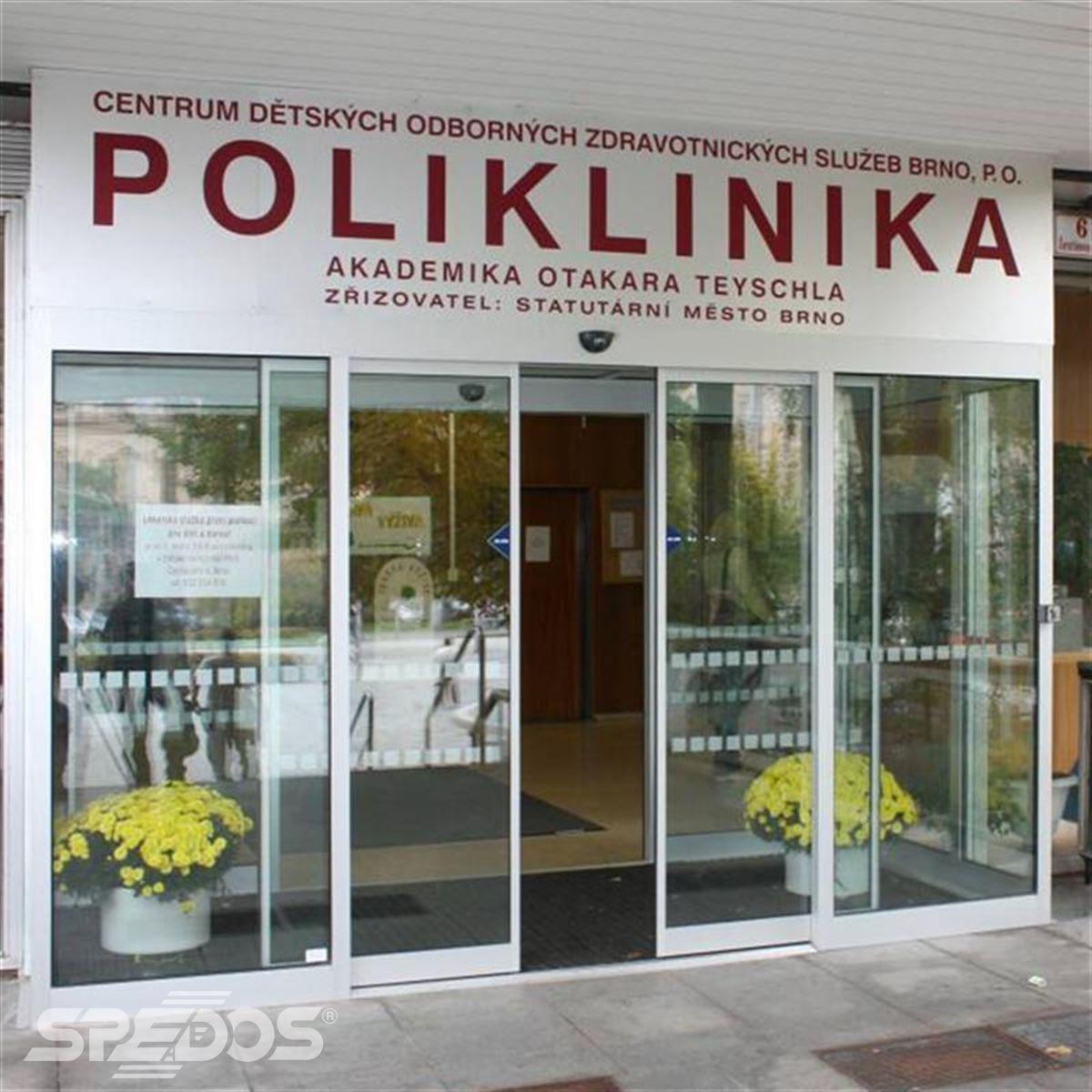 Posuvné automatické dveře v poliklinice