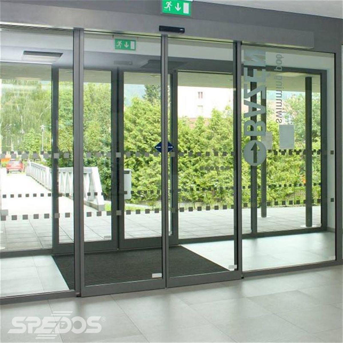 prosklená stěna s automatickými dveřmi Spedos