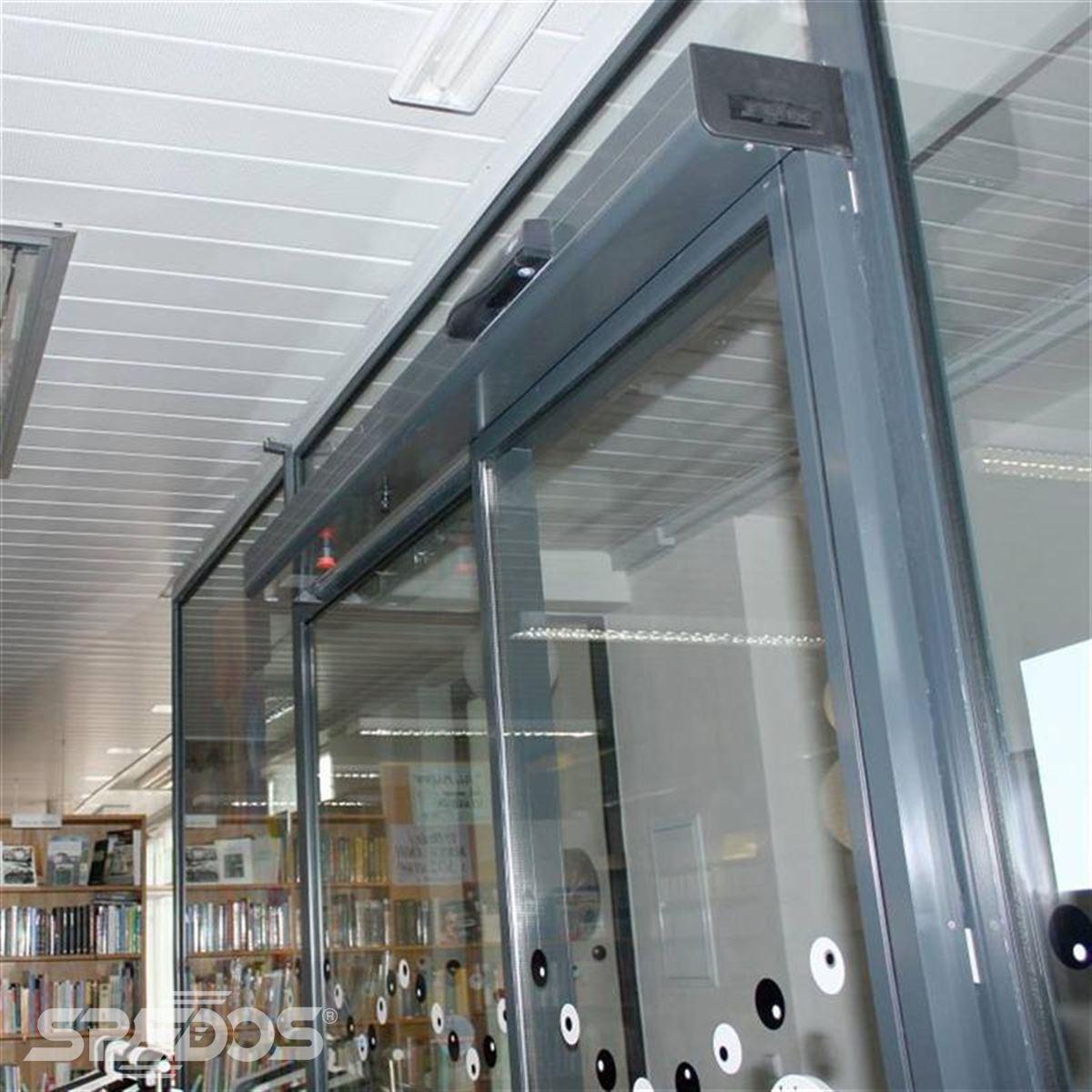 prosklené dveře v teleskopickém provedení 2