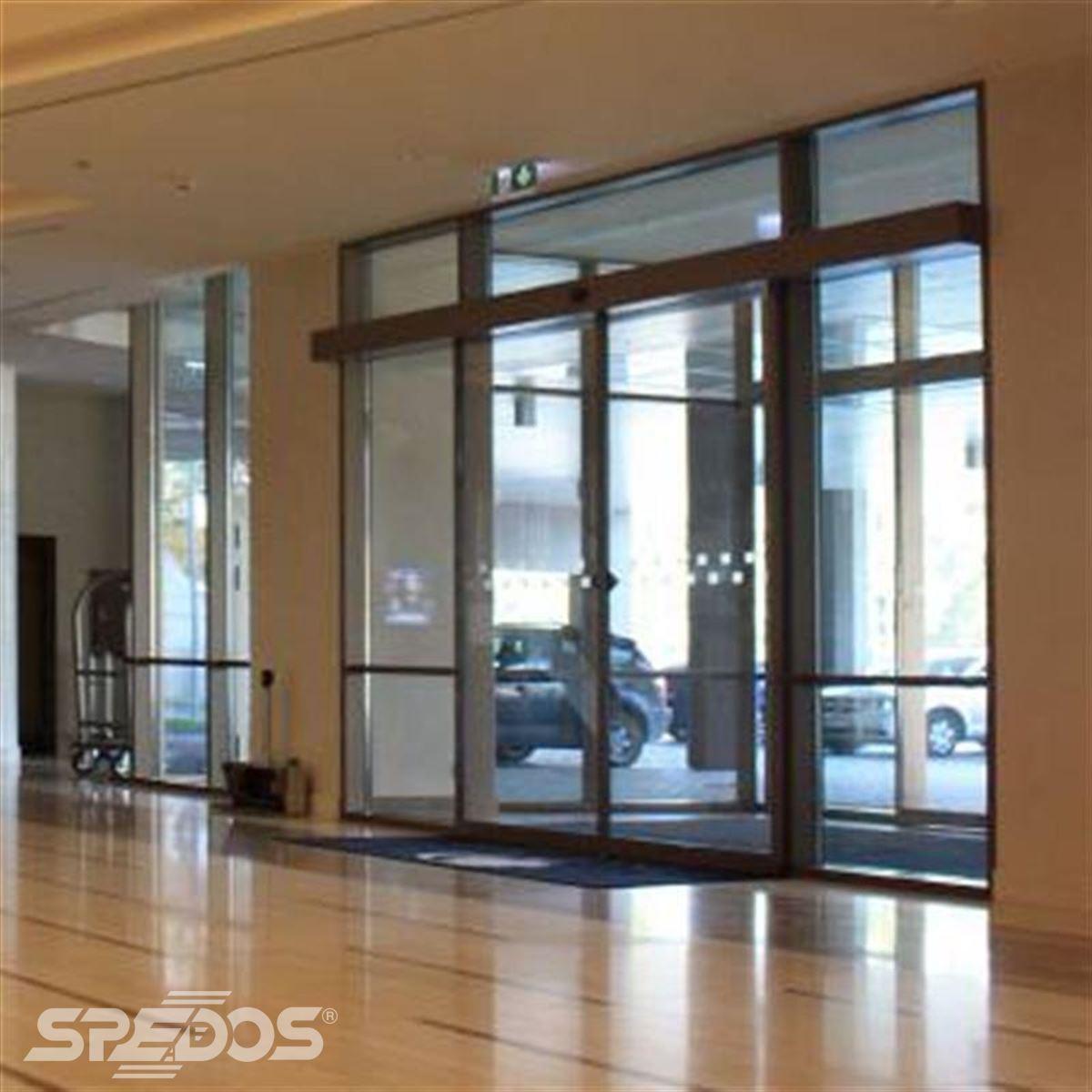 prosklené zádveří pro hotel Hilton 3