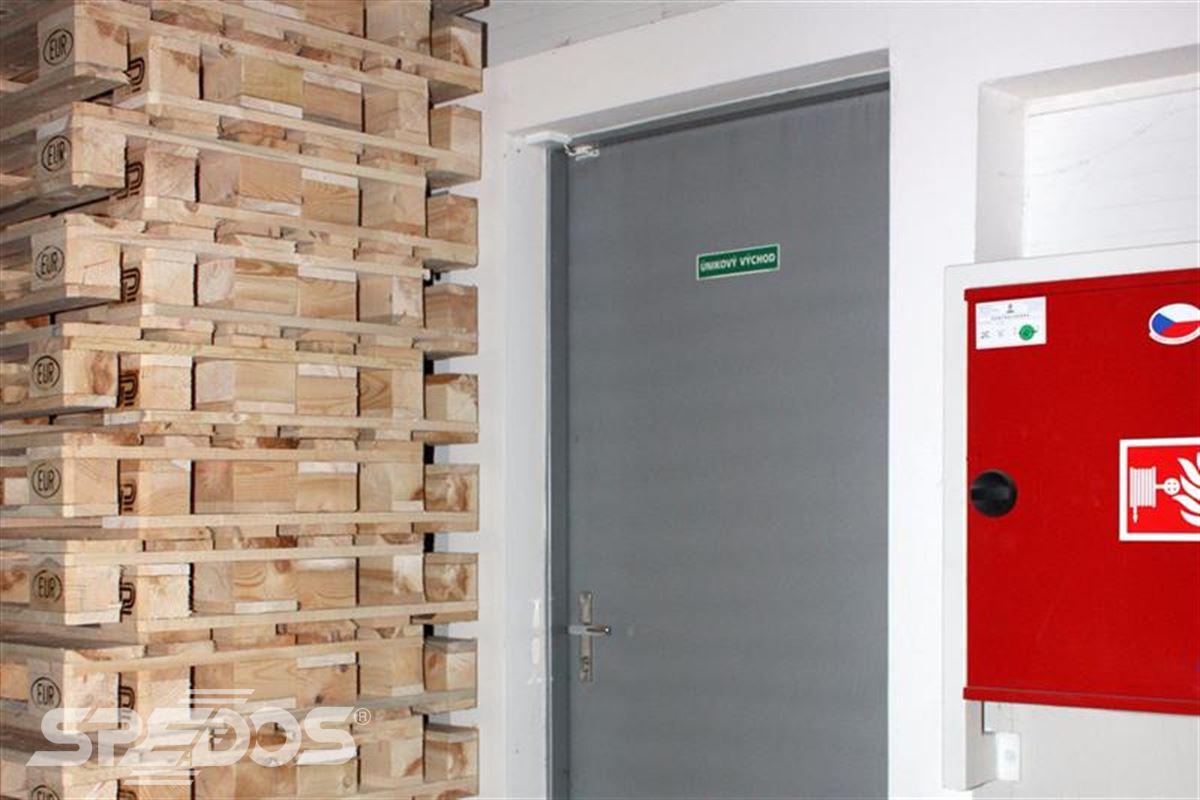 protipožární otevíravé dveře pro únikový východ