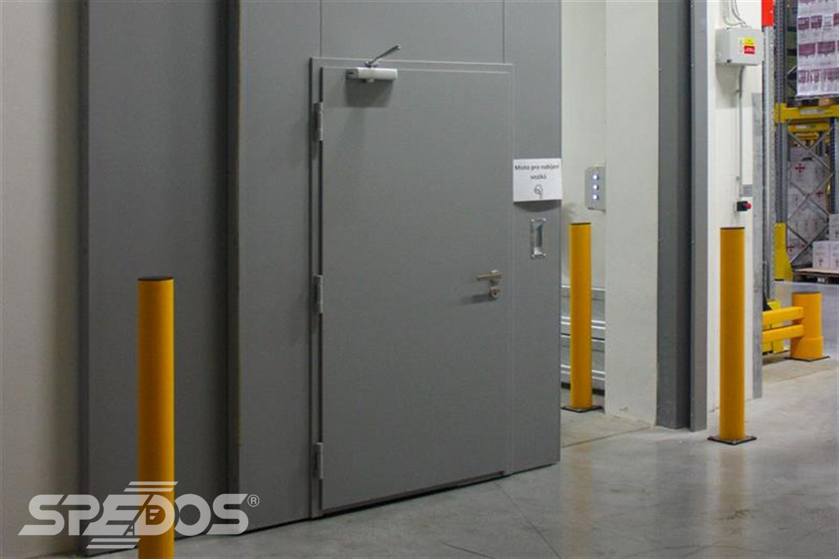 protipožární posuvné vrata s dveřmi