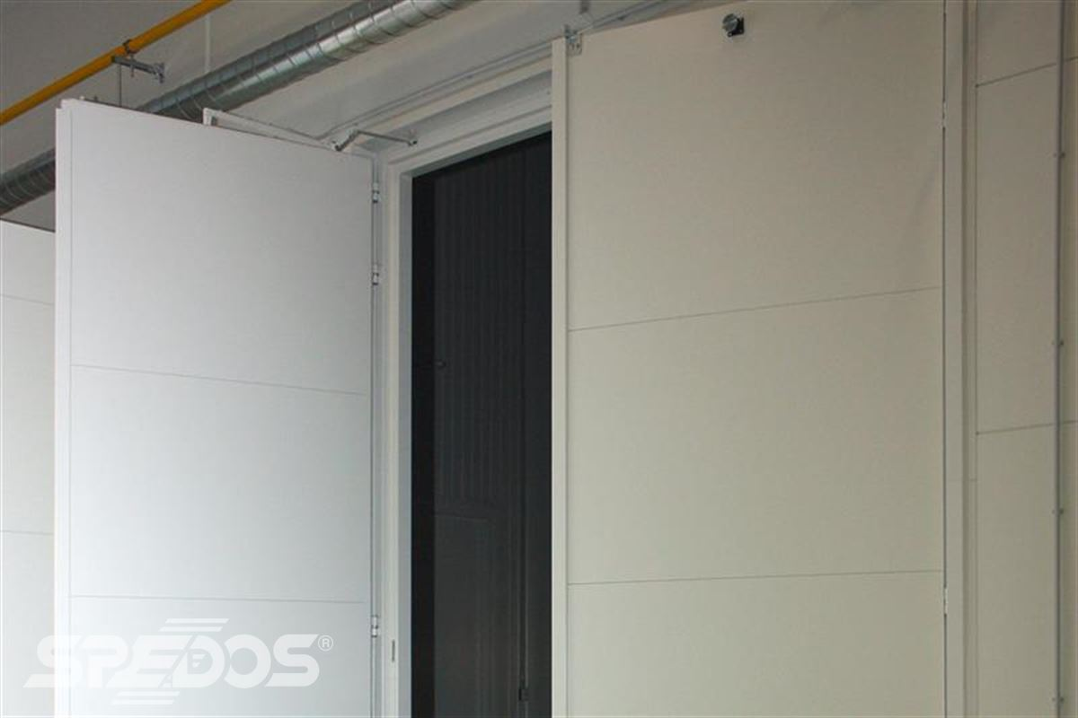 bílá protipožární vrata otevíravé ocelové
