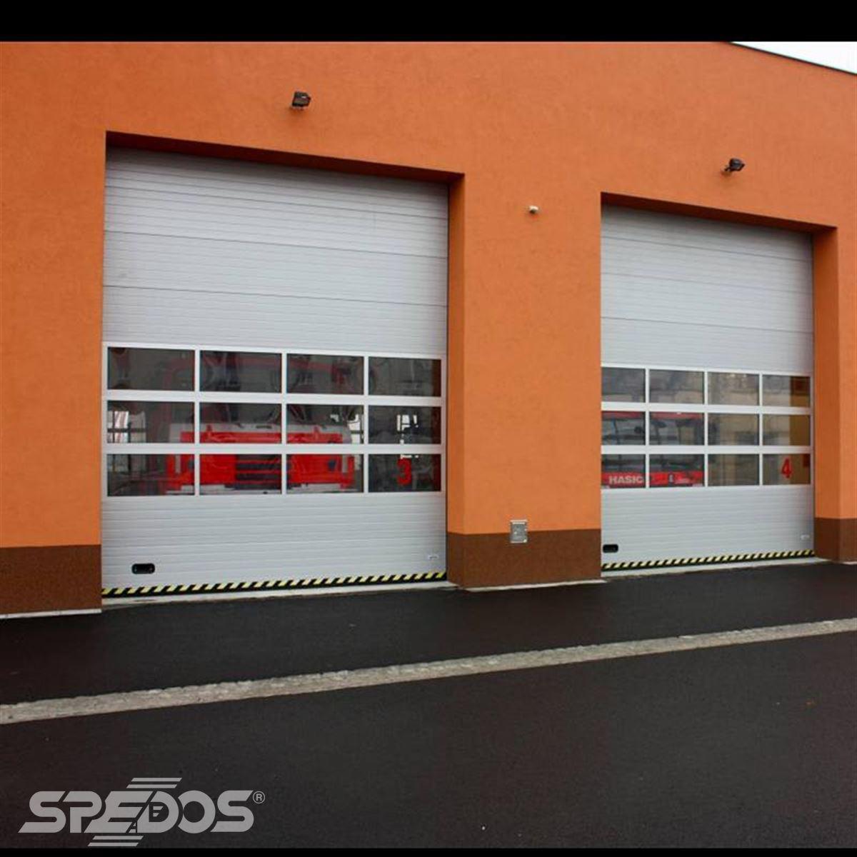 Garážová vrata pro vozidla hasičů