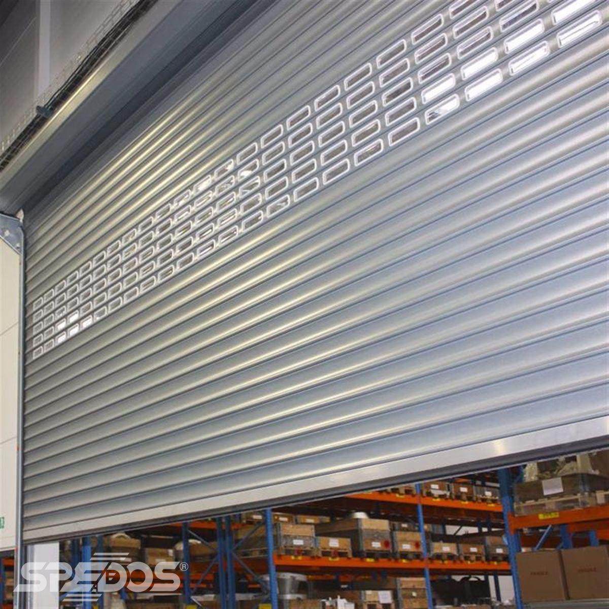 Průmyslová rolovací vrata s okénky