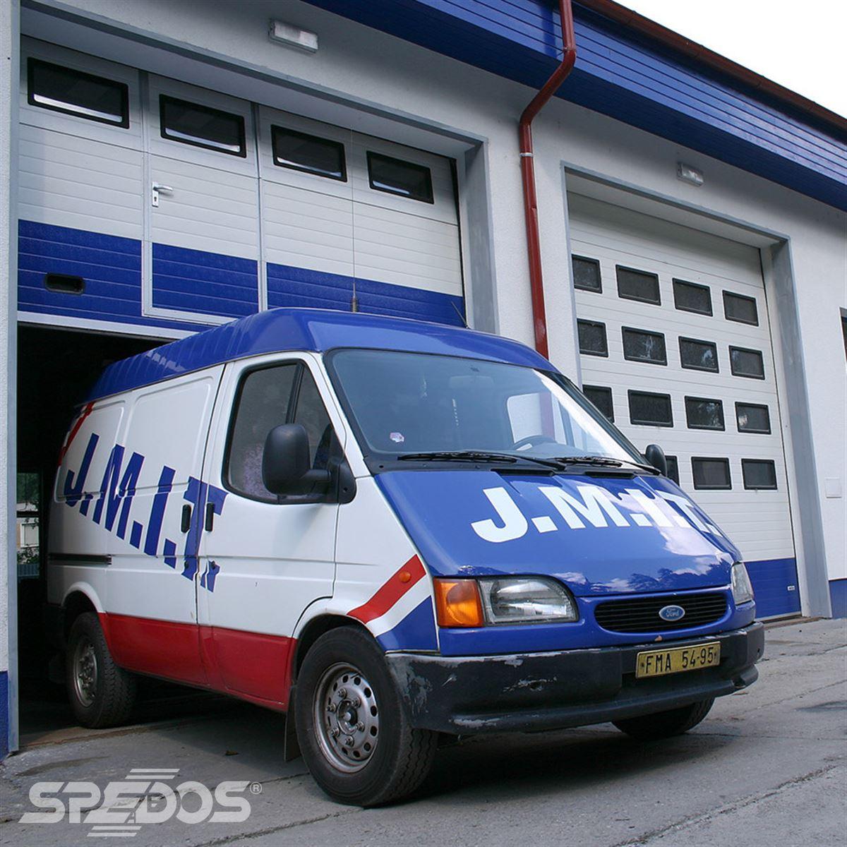 Průmyslová sekční vrata od firmy Spedos
