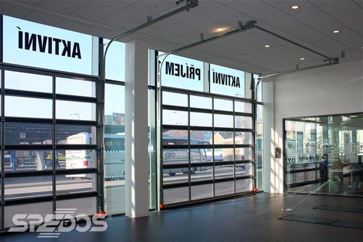 průmyslová sekční vrata na nádraží