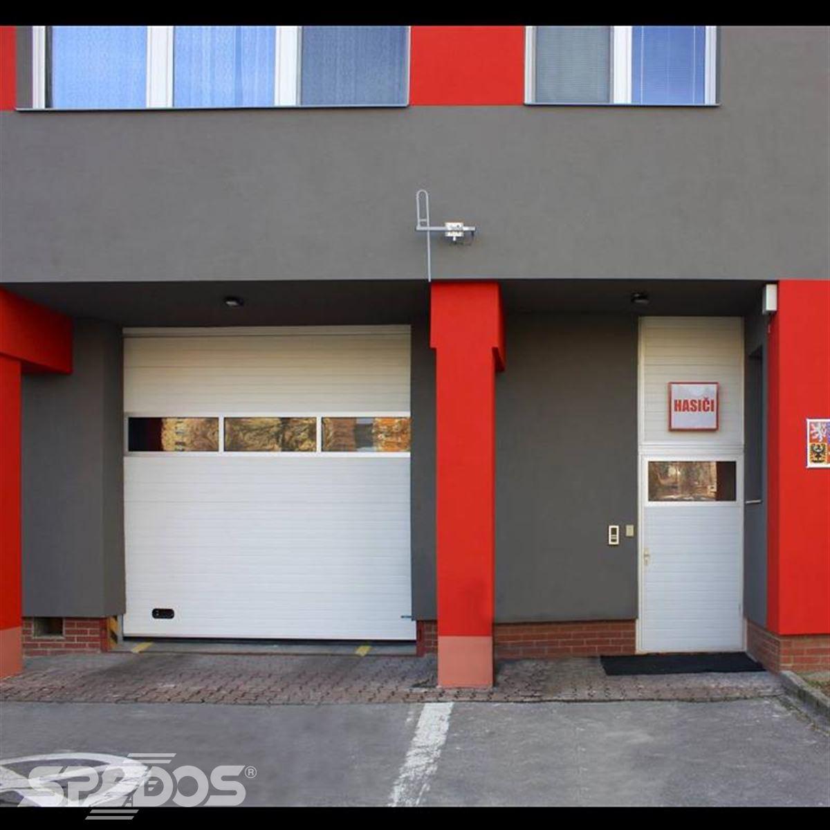 Průmyslová sekční vrata pro hasiče