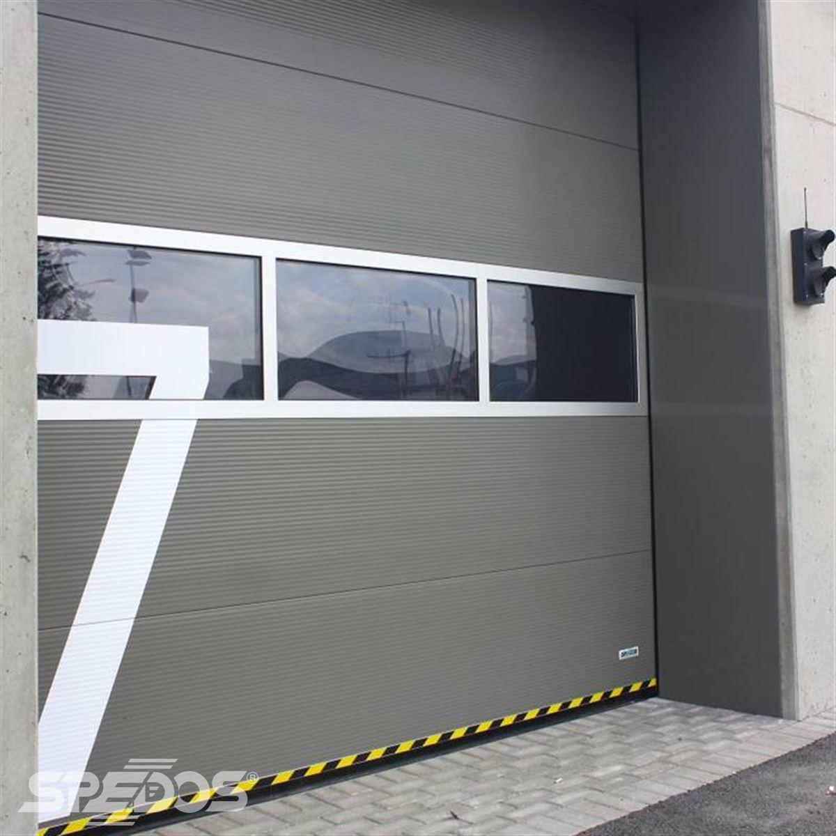 Sekční průmyslová vrata bez dveří