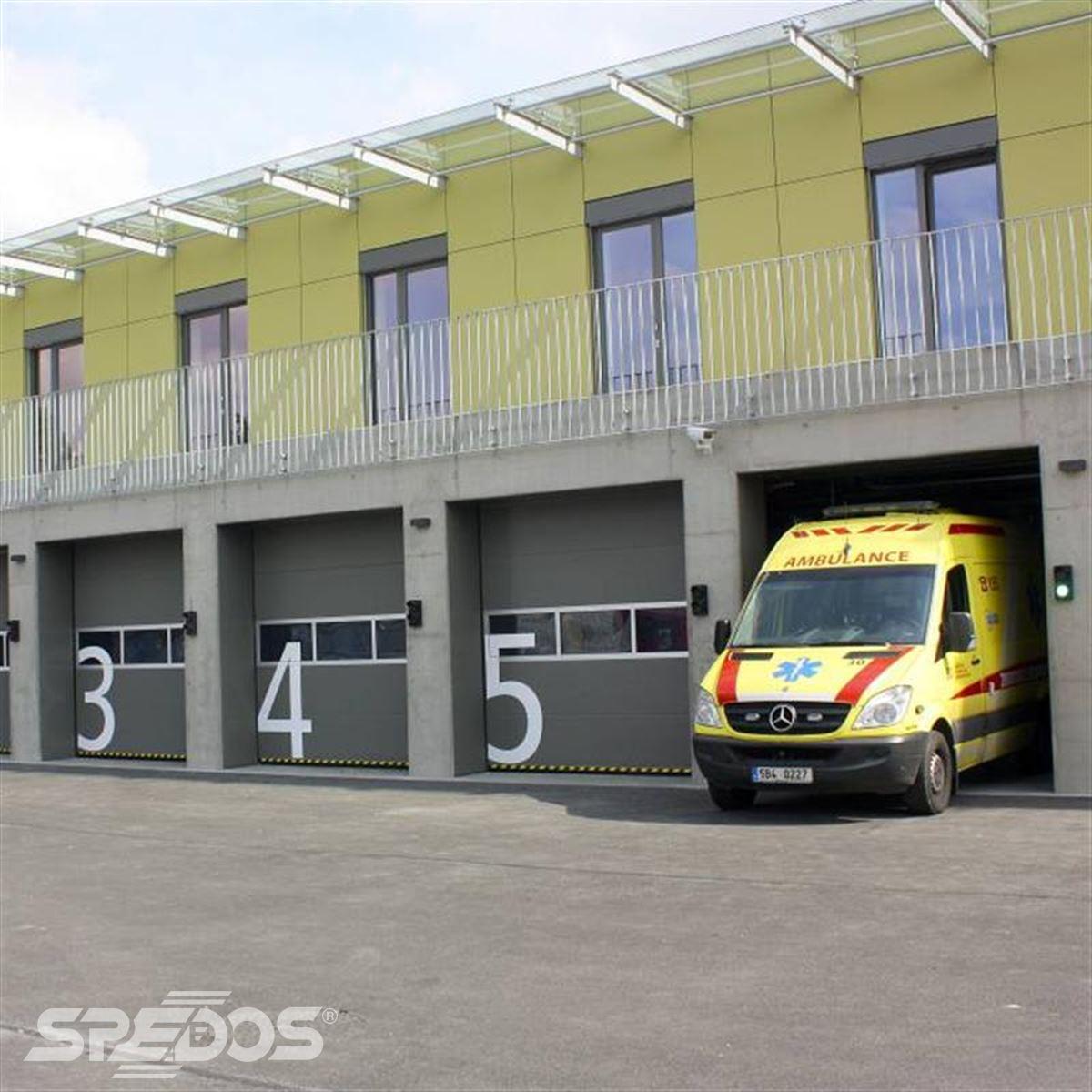 Garážová vrata pro vozy záchranné služby