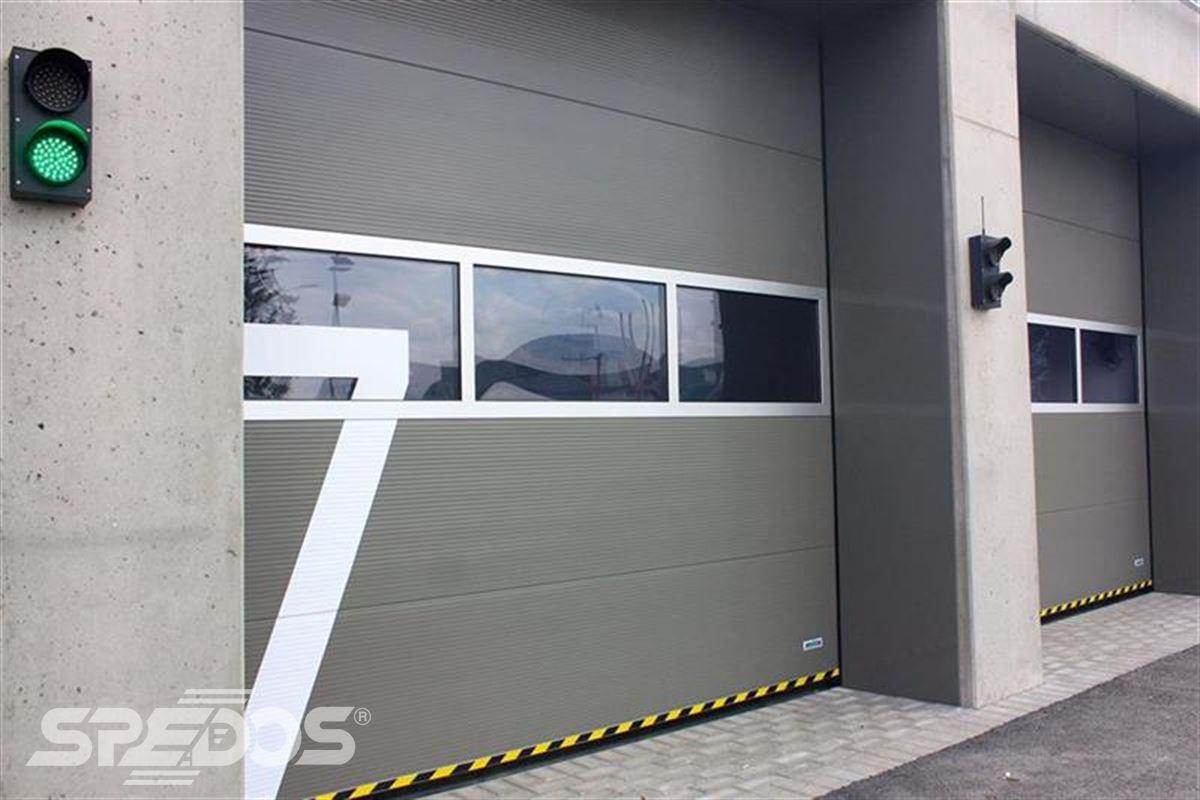 průmyslová sekční vrata se semaforem