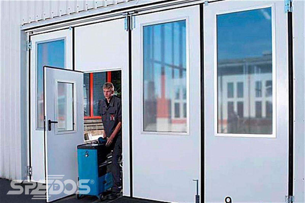 průmyslová skládací vrata s okny