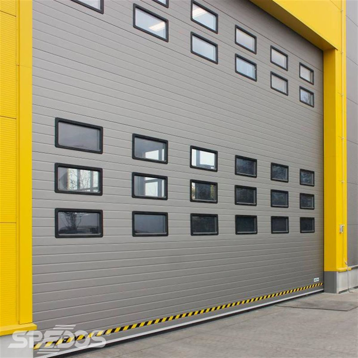Průmyslová garážová vrata s pvc okýnky