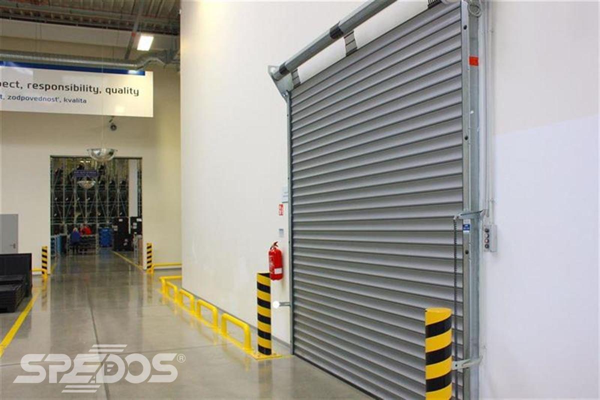 průmyslové rolovací vrata ve firmě