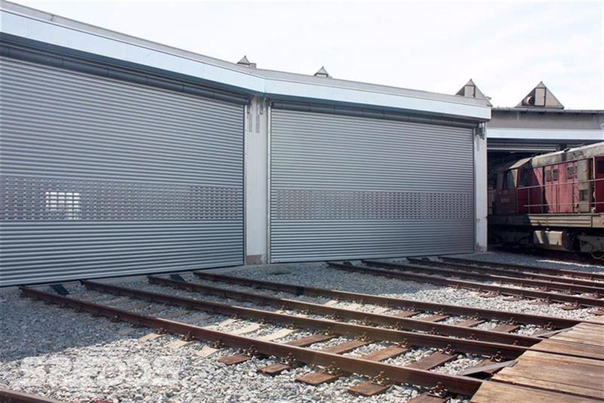 průmyslové rolovací vrata pro vlaky