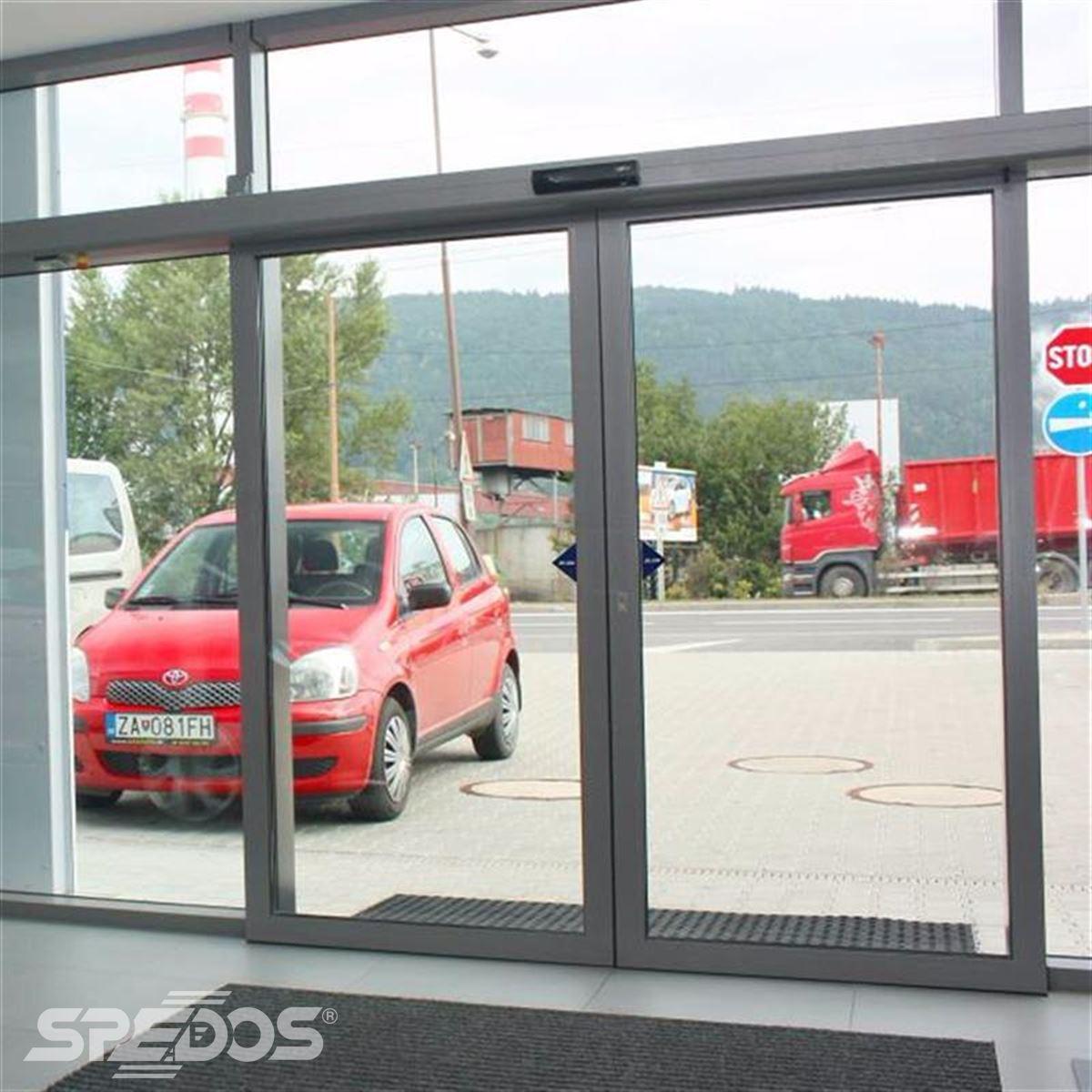 reference na prosklený dveřní portál 2