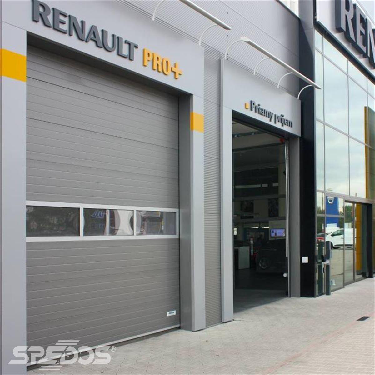reference na sekční zateplené vrata pro autosalon