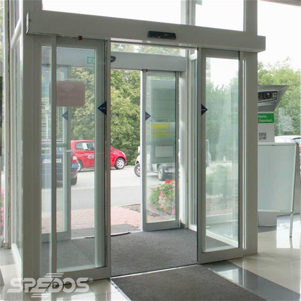 reference na vstupní  prosklené portály pro autosalon 4