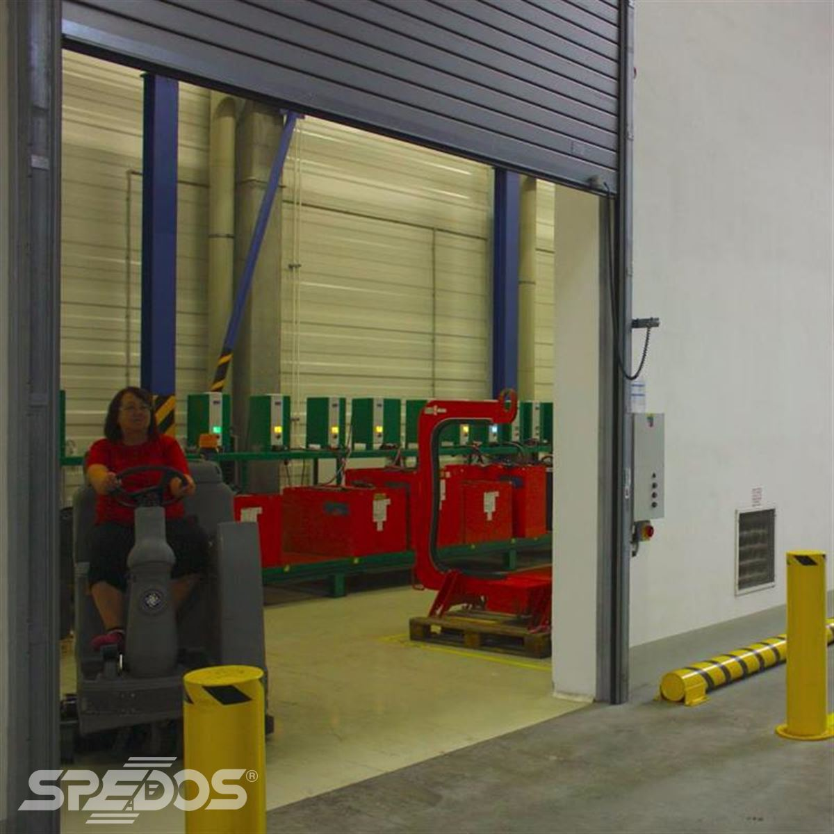 Rolovací garážové dveře s ochrannými sloupky