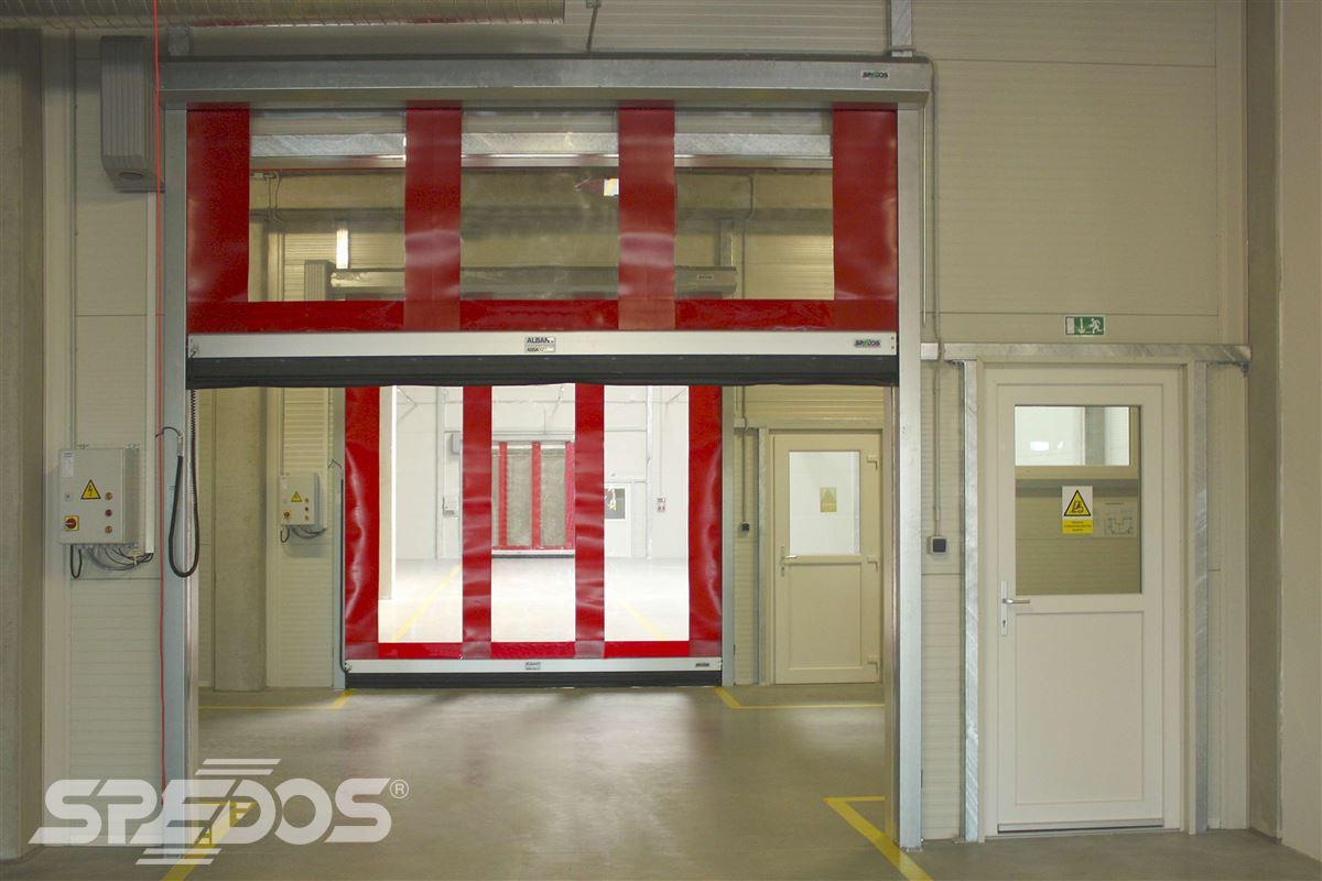 rychlonavíjecí vrata červená