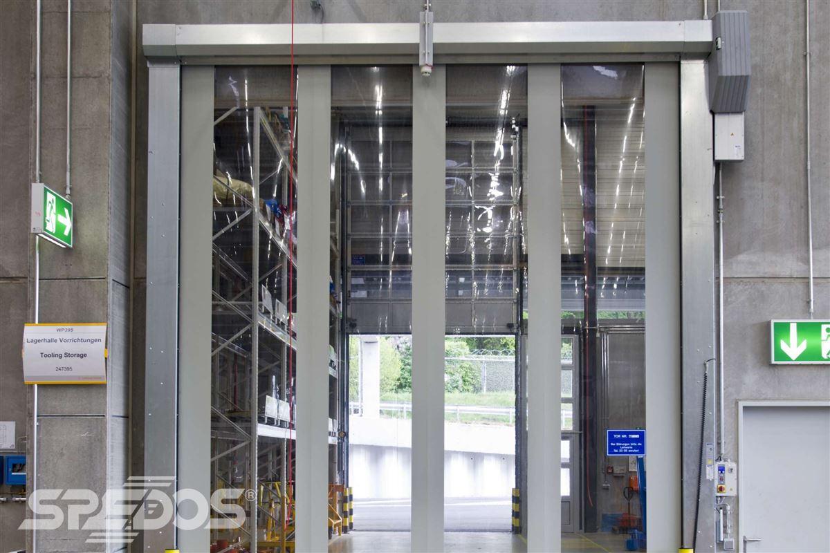 rychlonavíjecí vrata v průmyslové firmě