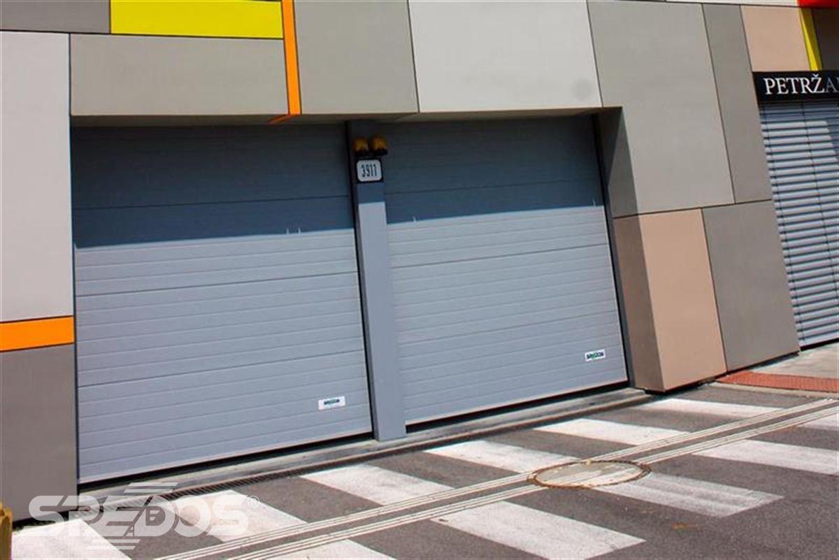 sekční garážová vrata dvojitá
