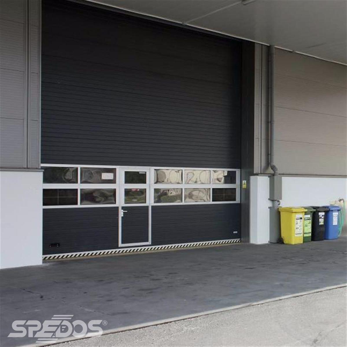 Garážová vrata s dveřmi pro průmysl