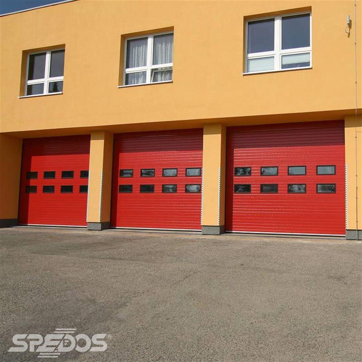 Průmyslová sekční vrata bez dveří pro hasiče